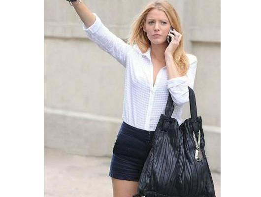 Блейк Лайвли с сумкой от Donna Karan