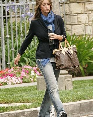 Дженнифер Лав Хюитт c сумкой от Louis Vuitton