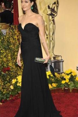 Анджелина  Джоли с клатчем от Mary Norton