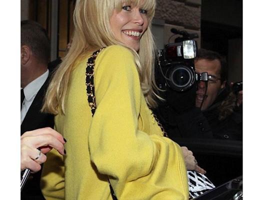 Клаудиа Шиффер с сумкой от Chanel