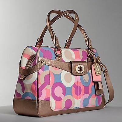 Красочная сумочка от Coach