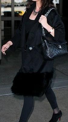 Кэтрин Зета-Джонс с сумочкой от  Chanel
