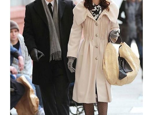 Лейтон Мистер с сумкой от Valentino