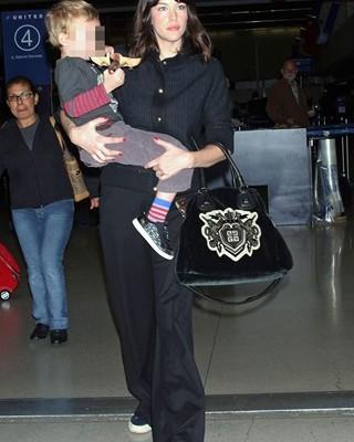 Liv Tyler и сумка от Givenchy