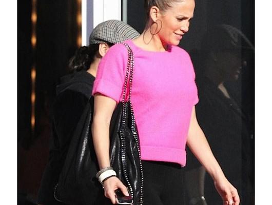 Дженифер Лопес с сумкой от Stella McCartney