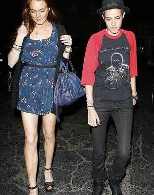 Линдсей Лохан с подругой и сумкой от Chloe