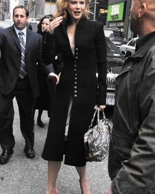 Nicole Kidman с сумочкой Lace Print Satchel от Prada