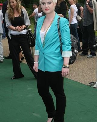 Келли Осборн с сумкой от Chanel