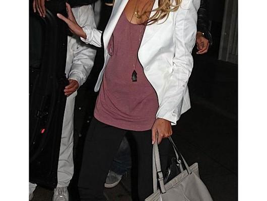 Стефани Пратт с сумкой Valentino