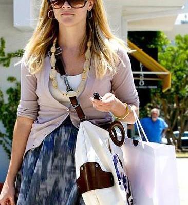 Риз Уизерспун с сумкой от Marni