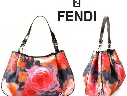 Необычная сумка хобо от Fendi