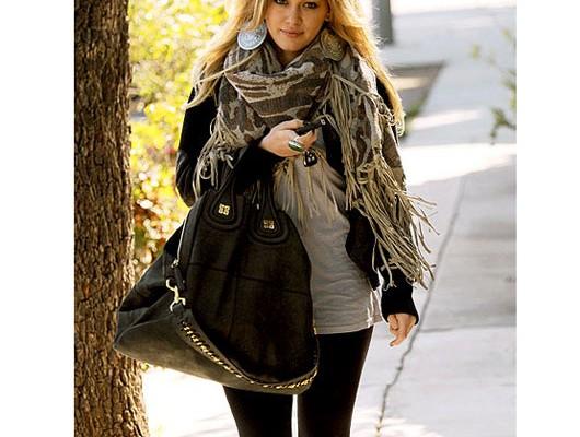 Хилари Даф с сумкой от Givenchy