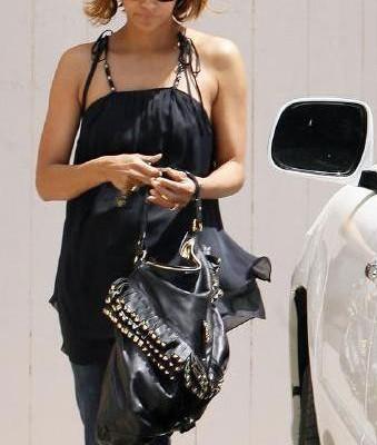 Холли Берри с сумкой от Roberto Cavalli