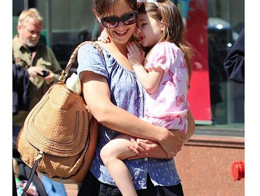 Кэти Холмс с сумкой от Chloe