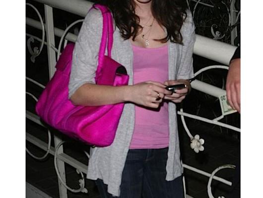 Эмма Робертс с сумкой от Mulberry