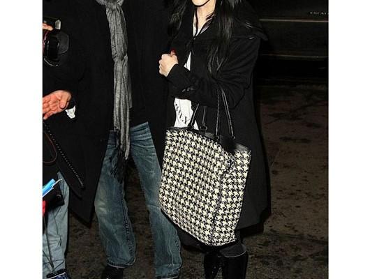Эшли Симпсон с сумкой от Bottega Veneta