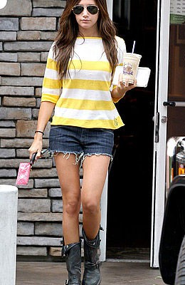 Эшли Тисдейл с сумкой от Givenchy