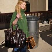 Джессика Симпсон  c сумочками от Gucci и  Louis Vuitton