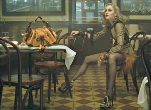 Великая Мадонна с сумочками Louis Vuitton